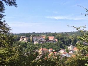 Blick vom Teufelstritt auf Schloss Möhren