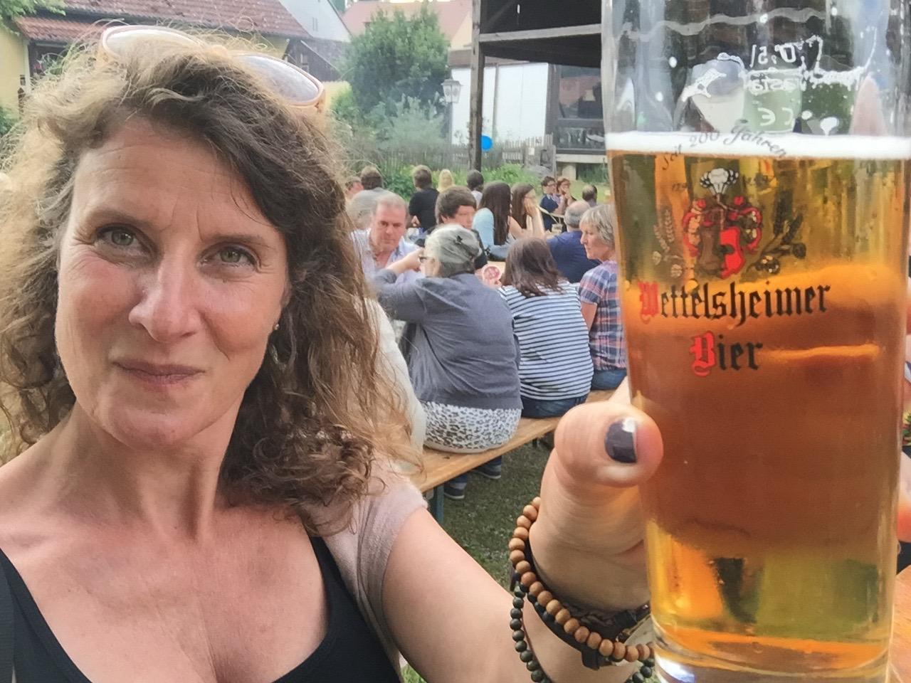 Proost Wettelsheimer bier Schloss Blick Möhren
