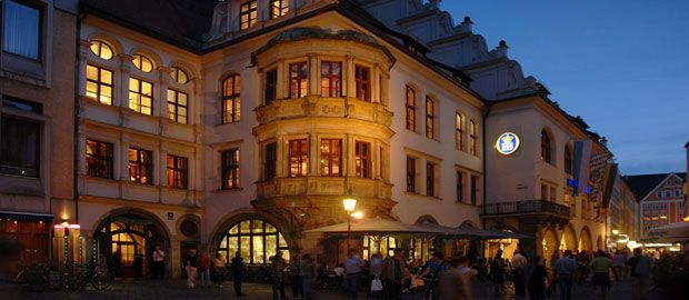 Hofbraeuhaus by night