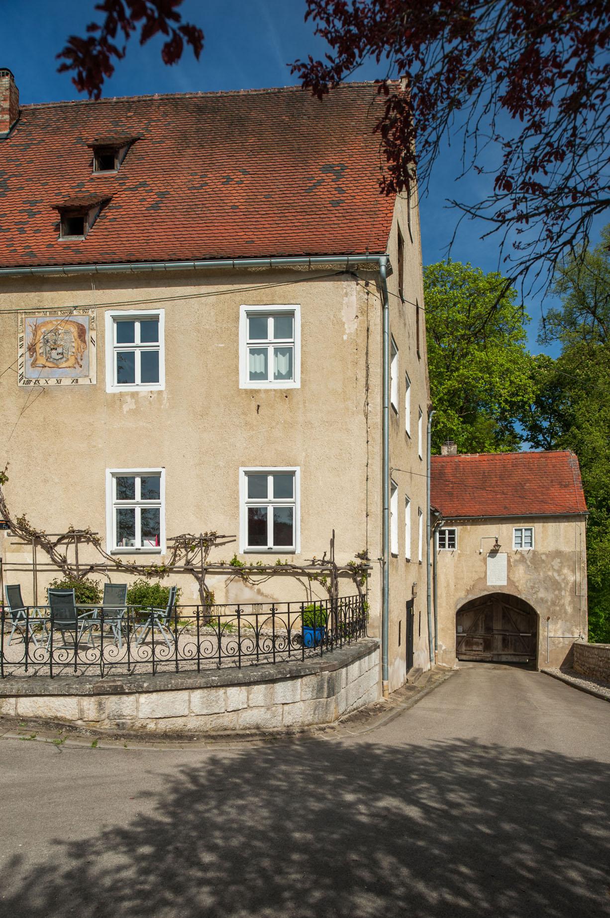Achterzijde kasteeltoren Poorttoren landgoed Schloss Möhren