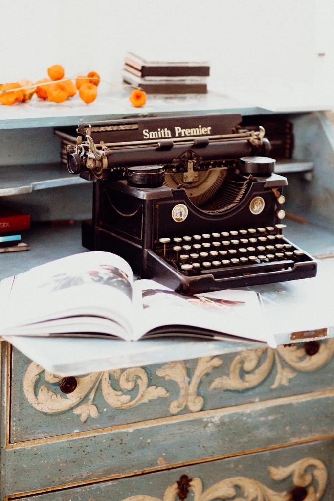 oude typemachine in kasteelwoning